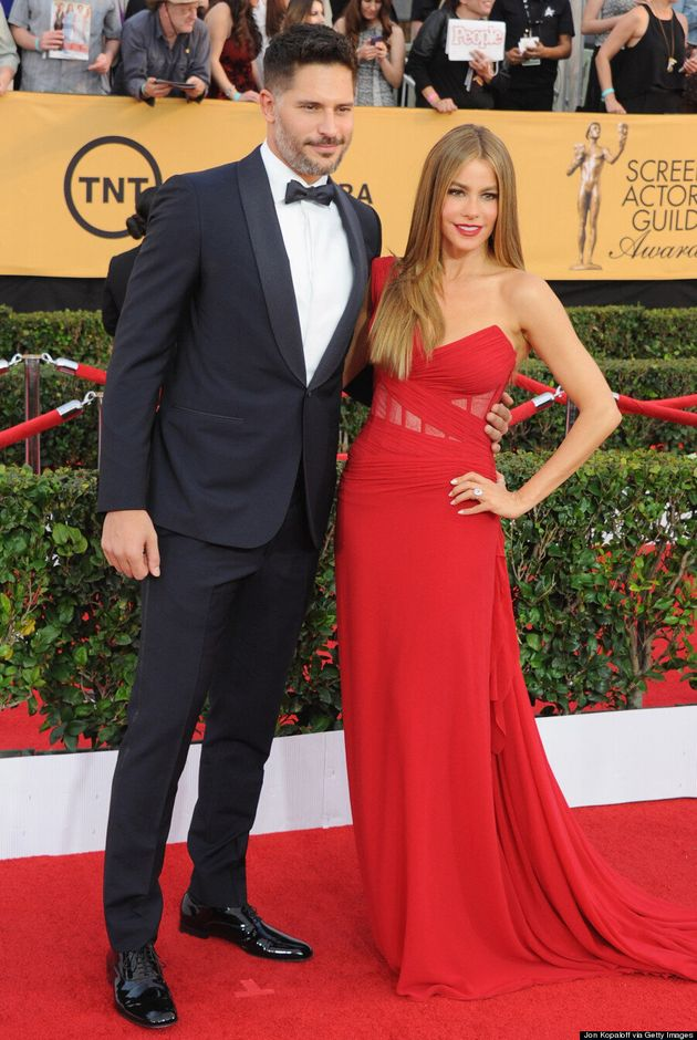 Sofia Vergara Shows Engagement Ring On The SAGs Red