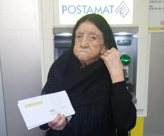 L'atroce scherzo alla donna di 107 anni che ha ricevuto il reddito di cittadinanza: