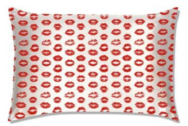 20 Cute Valentine's Day Gifts For Women Who Love
