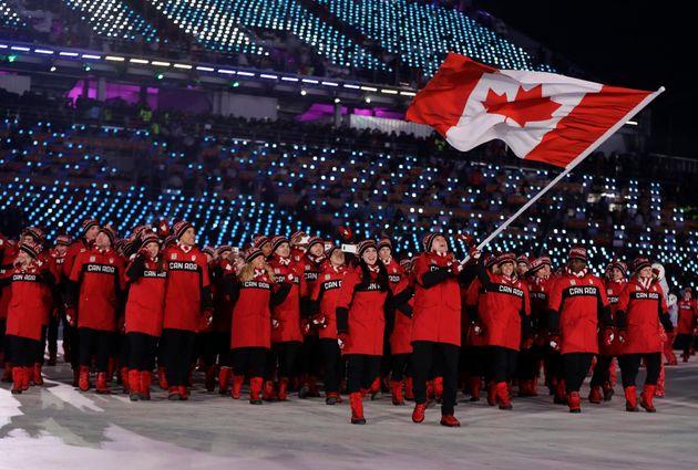 Tessa Virtue and Scott Moir do Canada proud. That's Moir taking a