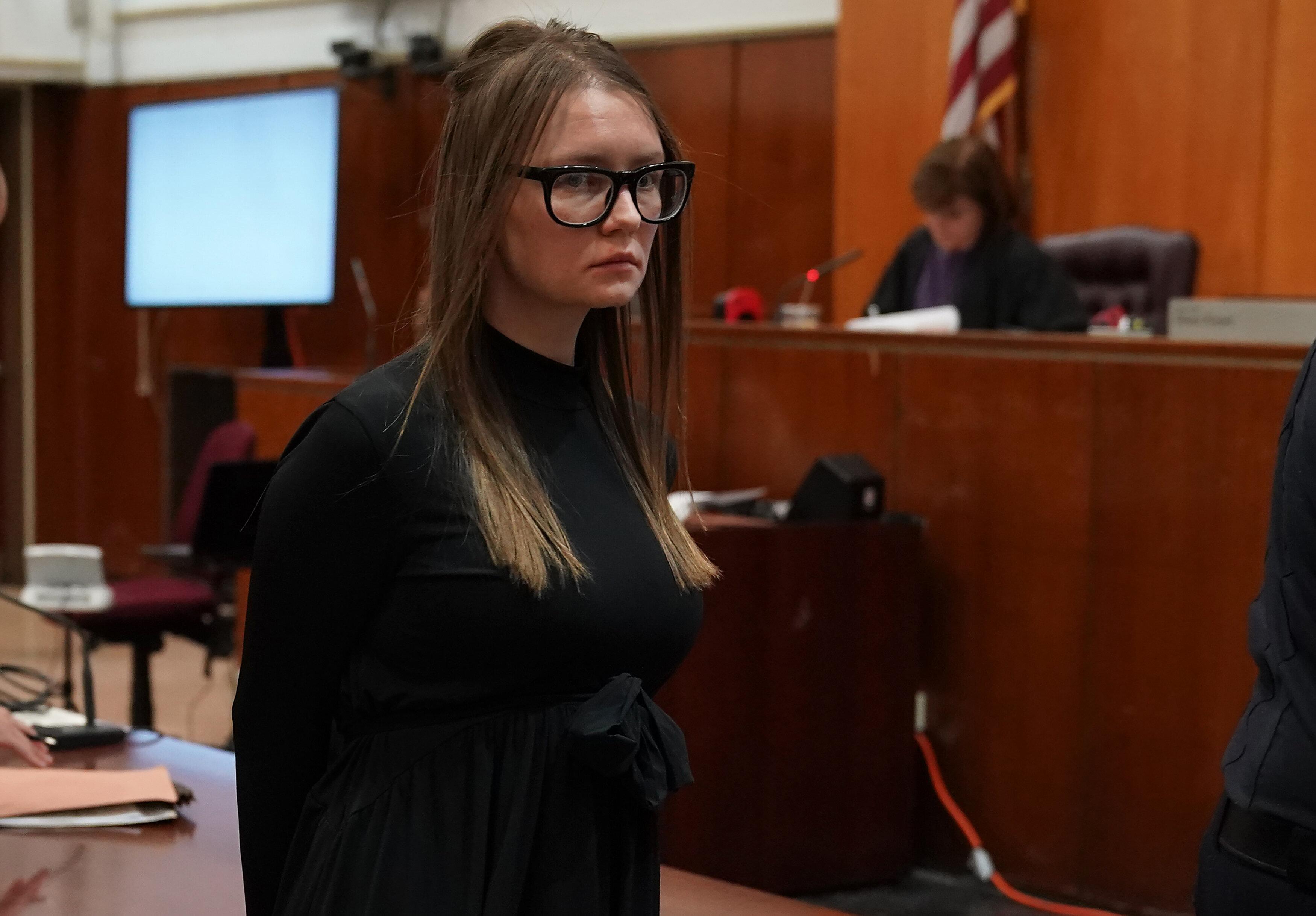 Condannata finta ereditiera che rubò oltre 200 mila a banche e hotel: da 4 a 12 anni di