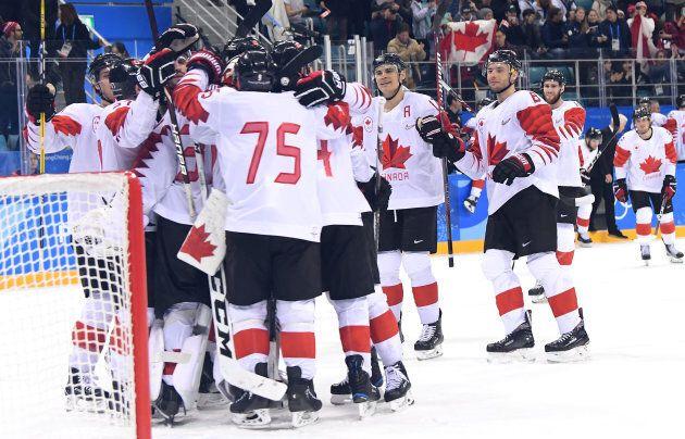 Bronze medal winners Canada celebrate after defeating Czech Republic