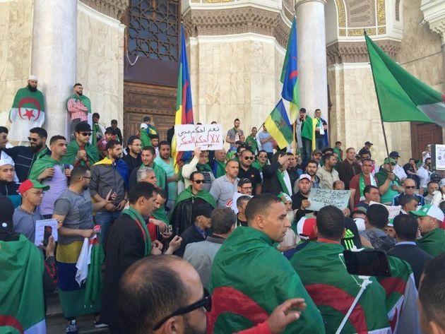 Les Algériens encore dans la rue au premier vendredi de