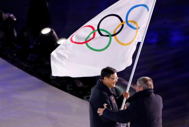 Pyeongchang Mayor Shim Jae-kook hands over the Olympic flag to IOC President Thomas Bach during the closing ceremony of the 2018 Winter Olympic Games.