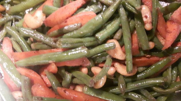 A typical dish I would make for my family dinners: stir-fried green beans, carrots and cashews.
