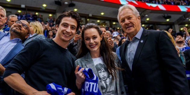 Leafs alumnus Darryl Sittler presented Tessa Virtue and Scott Moir with personalized jerseys.