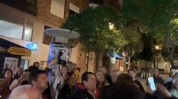 Algo más que una 'pegada' de carteles: pelea entre PP y PSOE en el inicio de campaña de