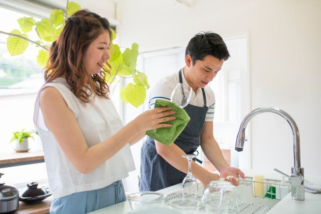 How A Couple Splits Up Dishwashing Duties Can Affect The Quality Of The