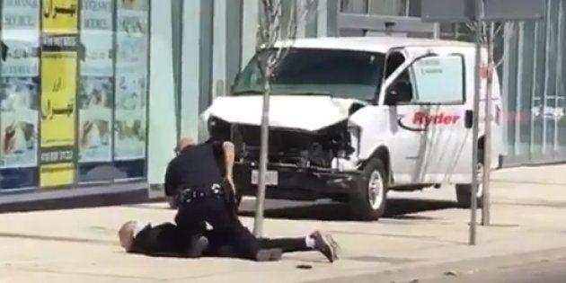 Const. Ken Lam arrests suspect Alek Minassian in Toronto on