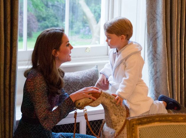 Prince Louis' 1st Official Photos Include Portrait With Sister