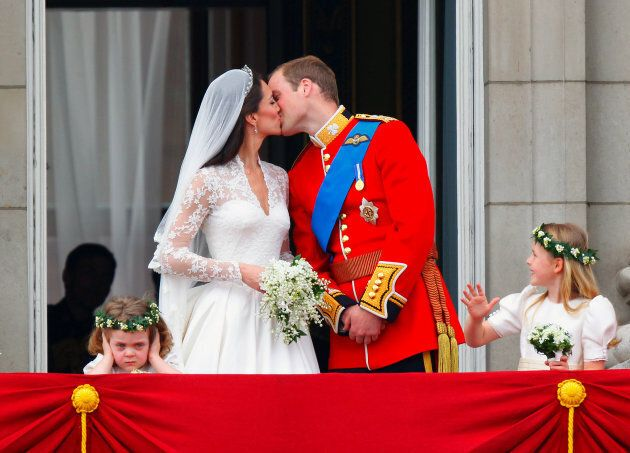 Prince William and Kate Middleton kiss on the balcony of Buckingham