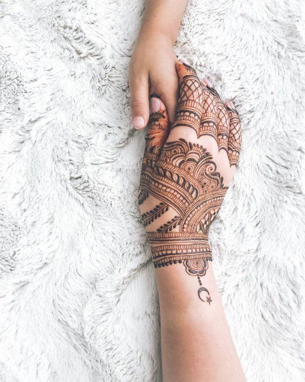 Henna art.