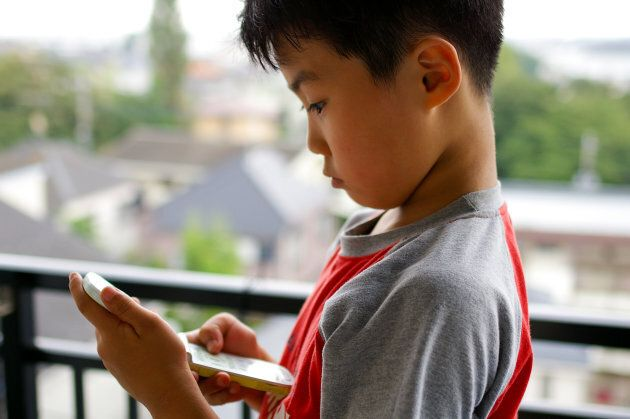 The Ultimate Online Safety Guide For Kids' 1st Phones or Social Media
