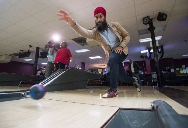 NDP Leader Jagmeet Singh bowls during a social outing with the NDP caucus after the first day of a three-day...