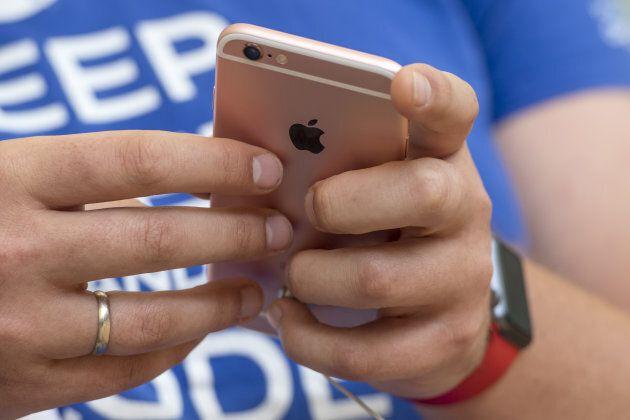 A shopper views an iPhone SE in 2016.