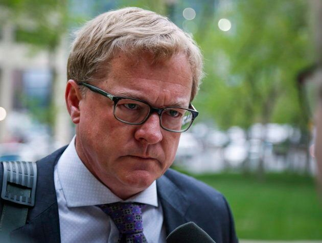 Alberta's education minister apologized Thursday after learning an online social studies course asked...