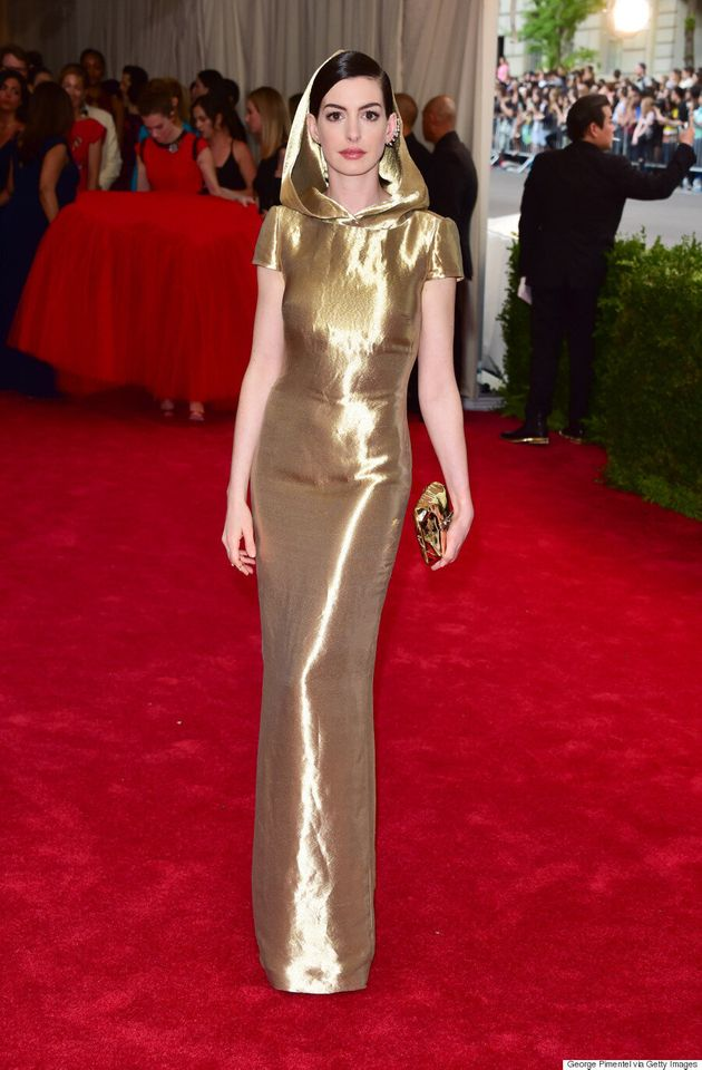 Anne Hathaway's Met Gala 2015 Outfit Is Sith Lord
