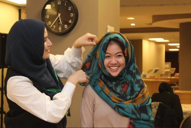 A visitor learns how to wear a headscarf at Jaffari Community Centre in Vaughan, Ont. on Nov. 10,