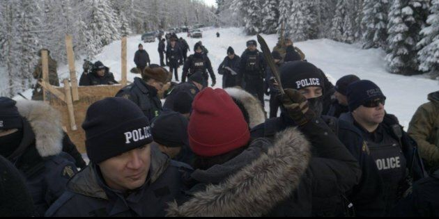 Protesters clash with RCMP at the Gidumt'en territory