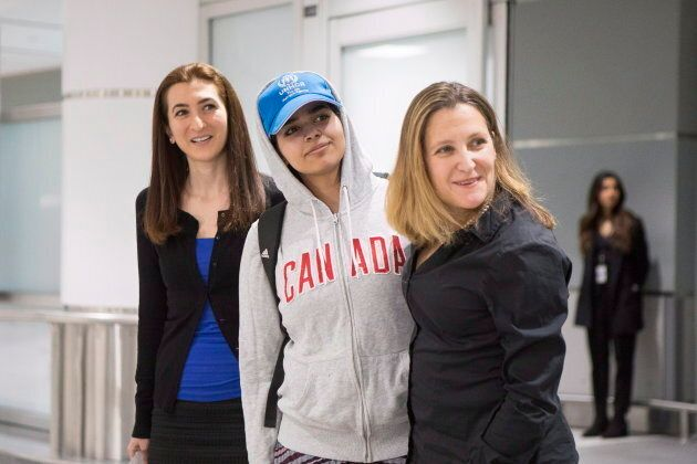 Saudi teenager Rahaf Mohammed Alqunun, centre, stands with Canadian Minister of Foreign Affairs Chrystia...