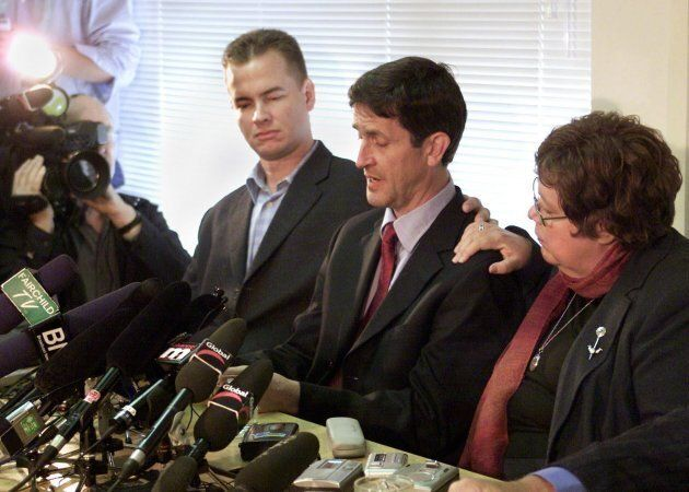 Federal NDP MP Svend Robinson is supported by his partner Max Riveron (left) and fellow MP Libby Davies (right) as he cries while admitting to shoplifting a diamond ring during a news conference in Burnaby, B.C. on April 15, 2004.