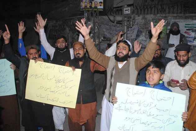 Extremists from Tehreek-e-Labbaik protest against the Supreme Court decision on Asia Bibi's case in Hyderabad on Jan. 29, 2019.