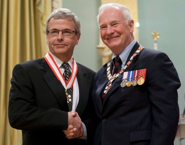 Governor General David Johnston invests Peter MacKinnon, from Saskatoon, Sask., as an Officer of the...
