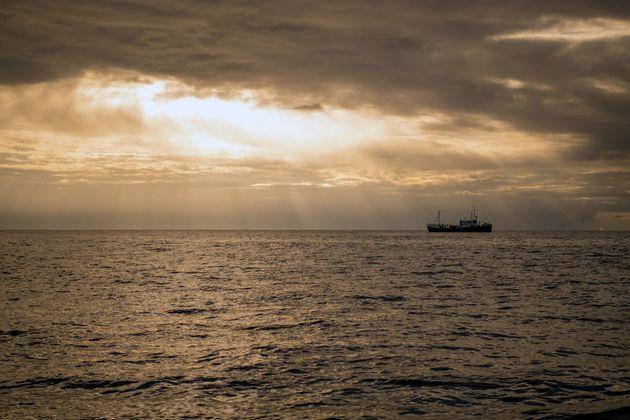 Δεκάδες μετανάστες νεκροί στα ανοιχτά της