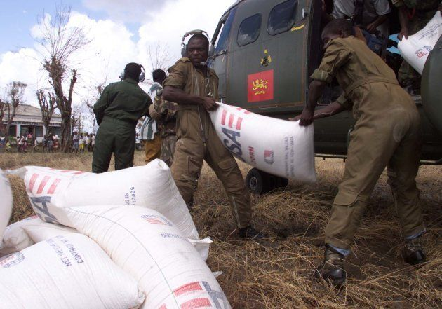 Malawian soldiers unload food aid at a distribution point at Machanga on the Save river, south of the...