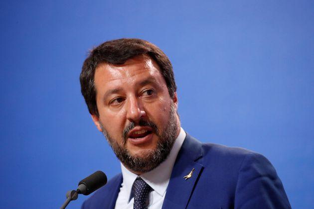 Matteo Salvini in difficoltà rilancia con il decreto sicurezza