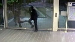 ► SkyTrain Station Burglar Loses Pants During