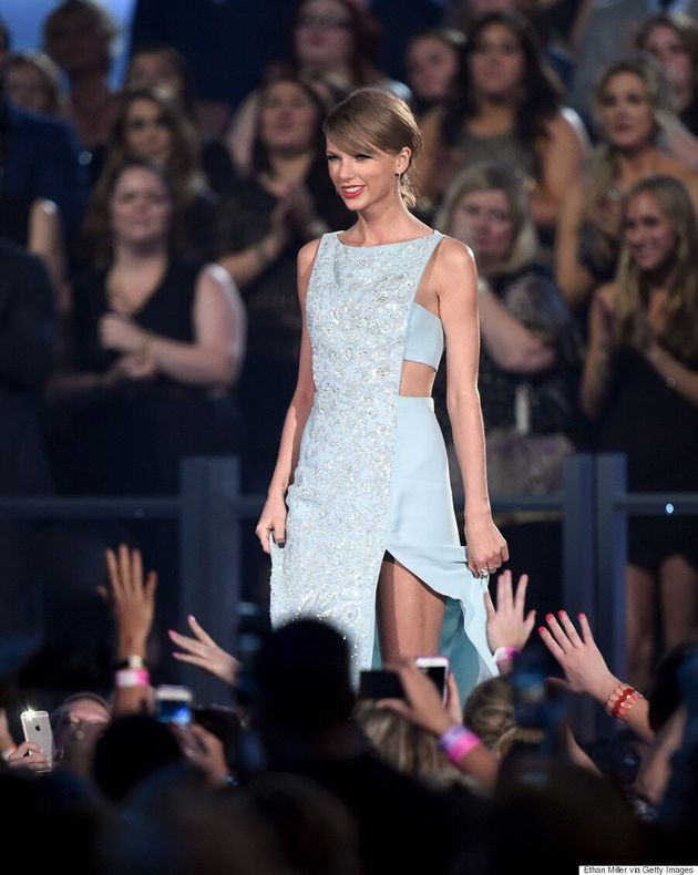 Taylor Swift's 2015 ACM Awards Dress Is The Epitome Of Modern