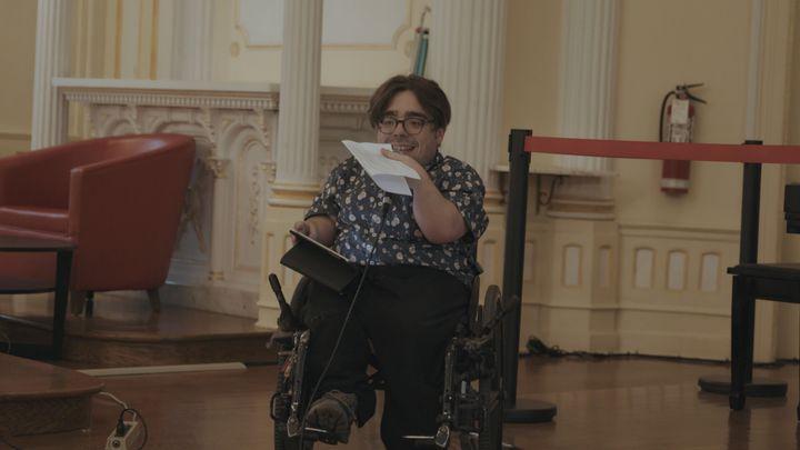 Le chroniqueur et militant pour l'accessibilité universelle Kéven Breton animait la quatrième Soirée sur roues.