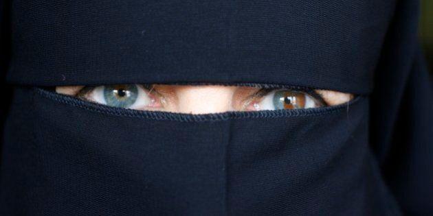 United Arab Emirates, Dubai, Woman wearing an