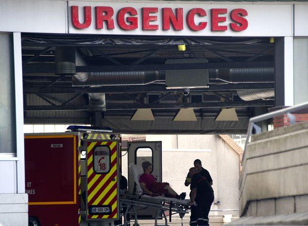 Une femme est décédée devant les urgences dans son véhicule après...