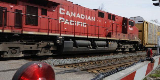 Government To Introduce Legislation Monday To End Rail Strike: