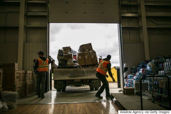 Fort McMurray Fire: Canadians Do What They Do Best During City's
