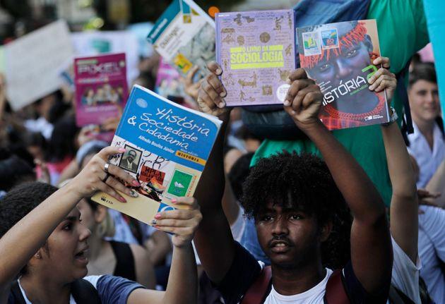 Estudantes protestam contra declarações do ministro de que