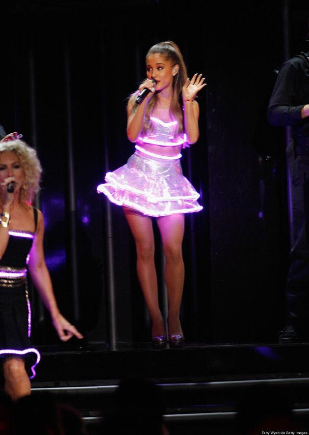 Ariana Grande CMA Awards 2014: Singer Wears Glow-In-The-Dark