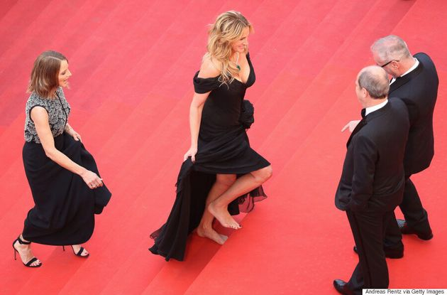 Julia Roberts Goes Barefoot On The Cannes Film Festival Red