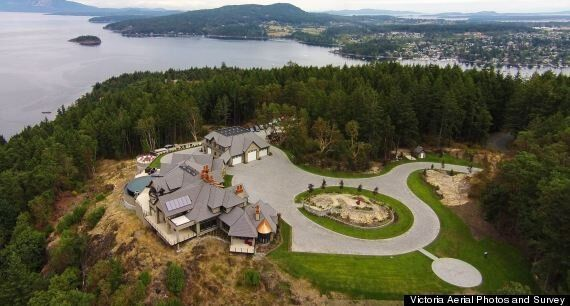 Victoria Willis Point House For Sale Has Its Own Helipad (PHOTOS,