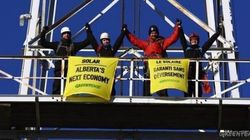 Greenpeace Scales Oil Derrick to Send Solar