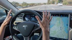 Tesla Cars Can Now Change Lanes On Their