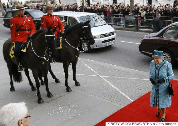 Spelling Error On Bronze Plaque Unveiled By Queen Cost Taxpayers $4K To