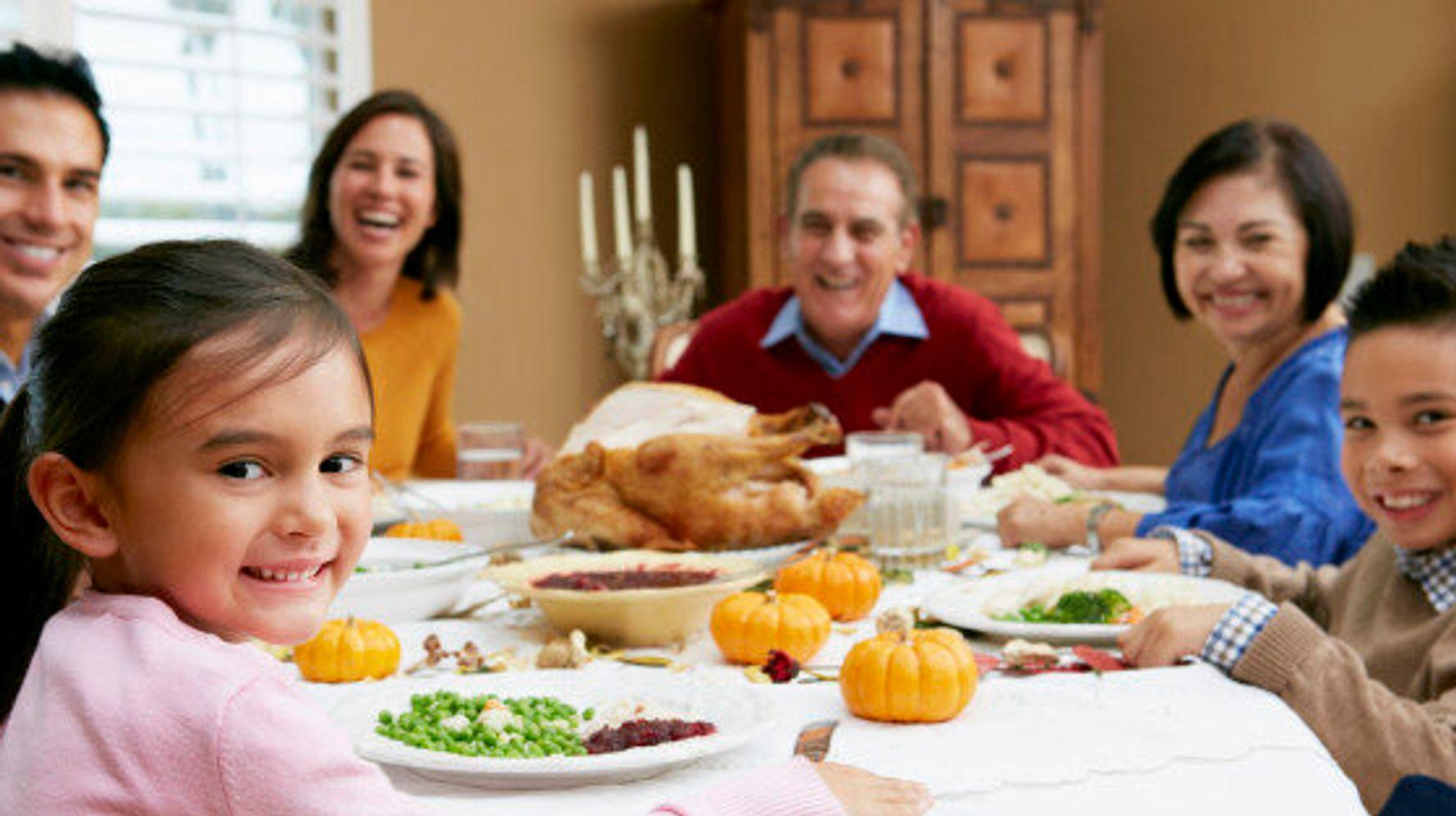 family eating thanksgiving dinner - 1280×720