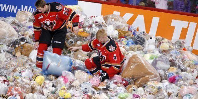 25,214 Bears Fly at Teddy Bear