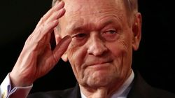 Chretien Lends Some Star Power To Liberal In