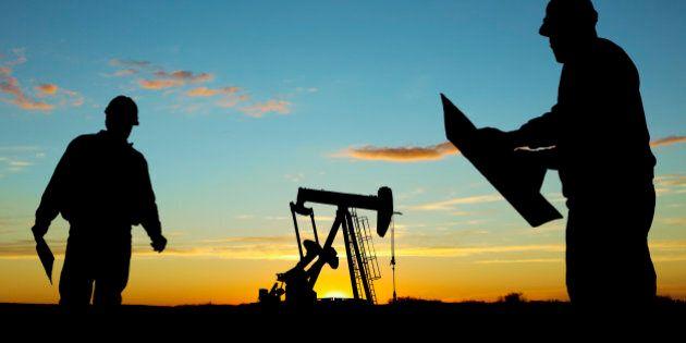 Oil Pump Pumpjack & Worker