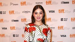 Hailee Steinfeld Looks Perfect In Decorative