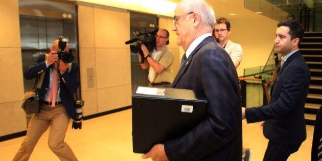Julian Fantino Must Apologize For Snubbing Veteran's Spouse, Opposition